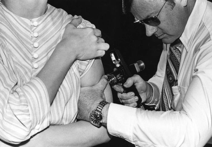 Influenza_Vaccination_1976