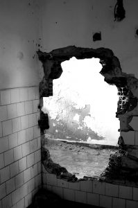 1097036_hole_on_the_wall
